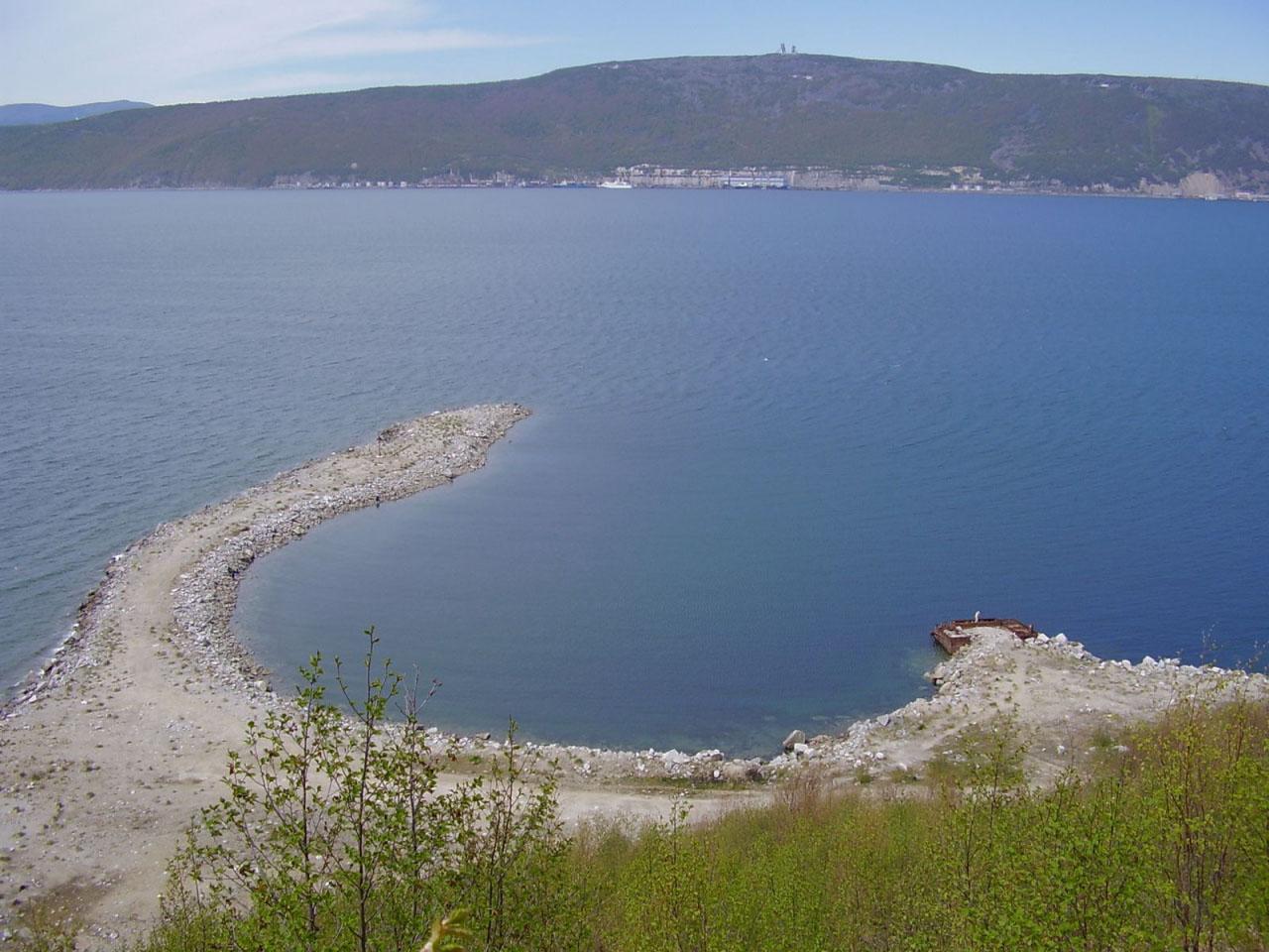 Вид на недостроенный мол подводных лодок (отсыпка)