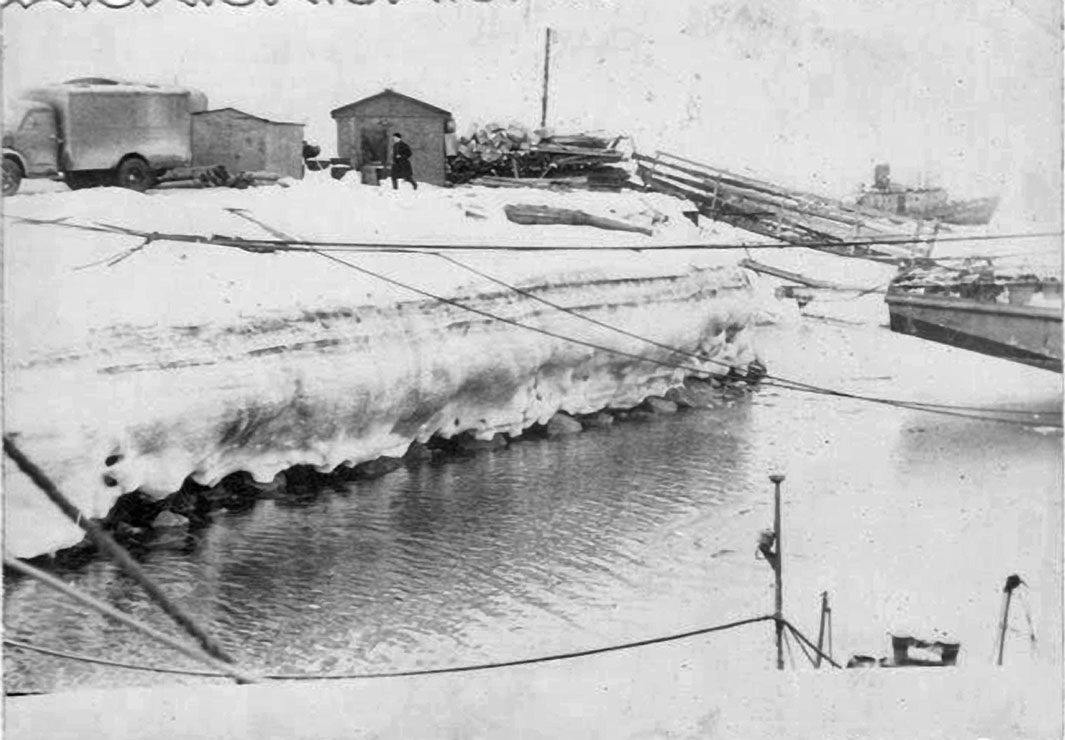 Зима в 171 ОБрПЛ. КПП и плавучий пирс бригады (1964-66 года).