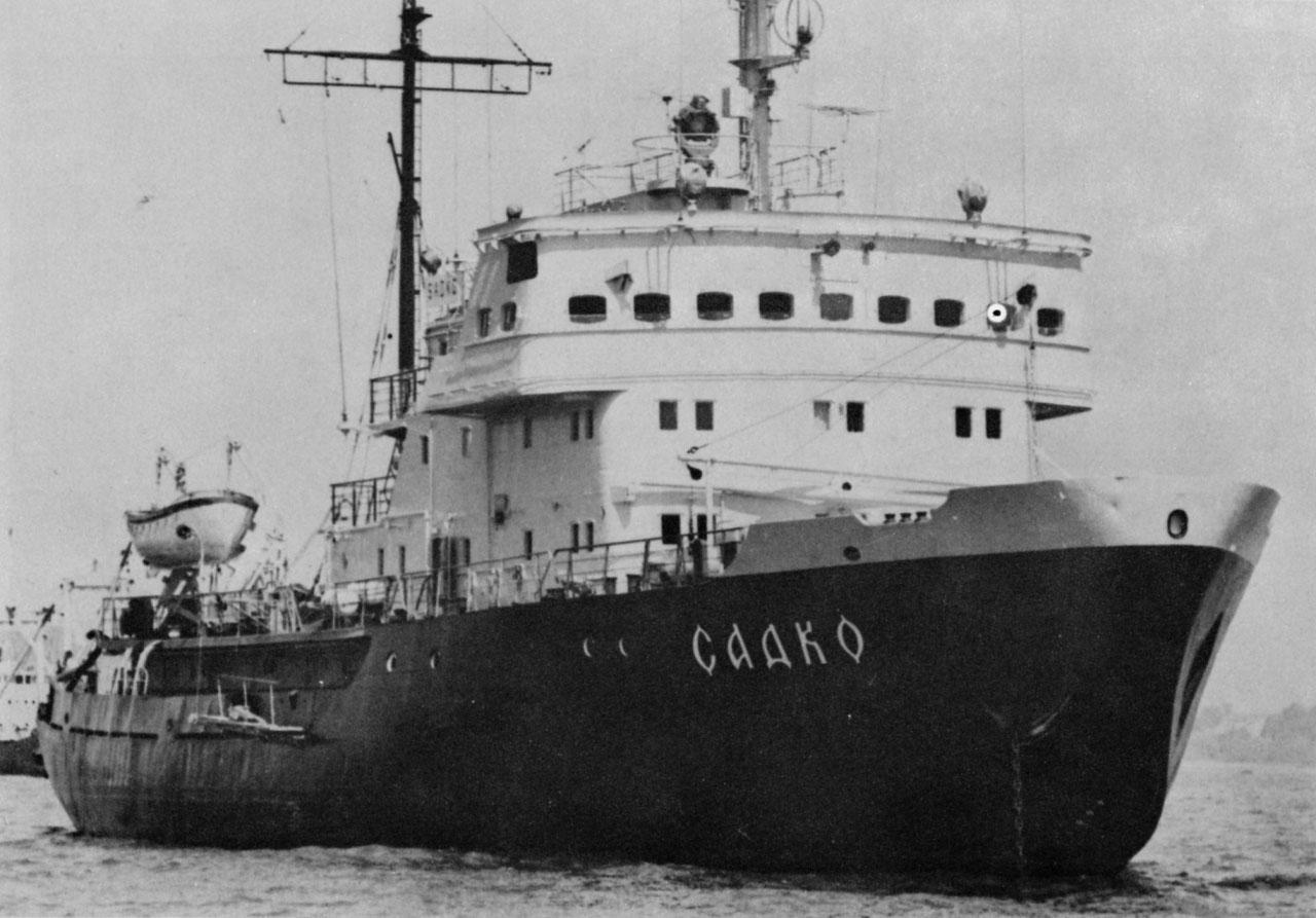 Камчатский военный портовый ледокол «Садко». Построенный на Адмиралтейском судостроительном заводе в Ленинграде в 1968 году, нынешний «Садко» проекта 97АП, получил своё имя от легендарного ледокола, принимавшего участие в 30-х годах в освоение Северного морского пути.