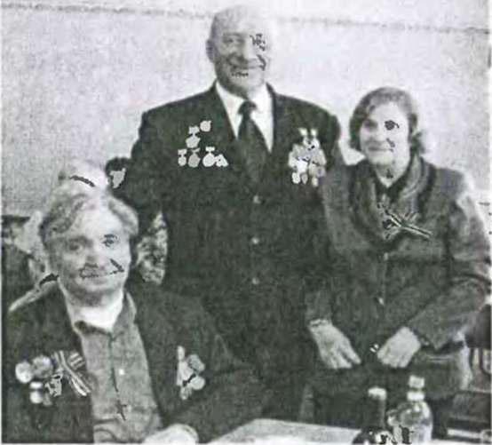 Николай Николаевич Колпаков (и центре) с ветеранами Великой Отечественной войны