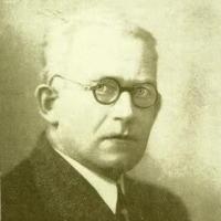 Сергей Владимирович О́бручев — советский геолог, член-корреспондент АН СССР, лауреат Сталинской премии за открытие оловянных месторождений на Северо-Востоке СССР
