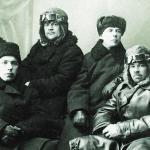 Первые летчики Дальстроя - верхний ряд: П. Карп, М. Сергеев, Я. Корф. нижний ряд: Н.С. Снежков, Д. Тарасов