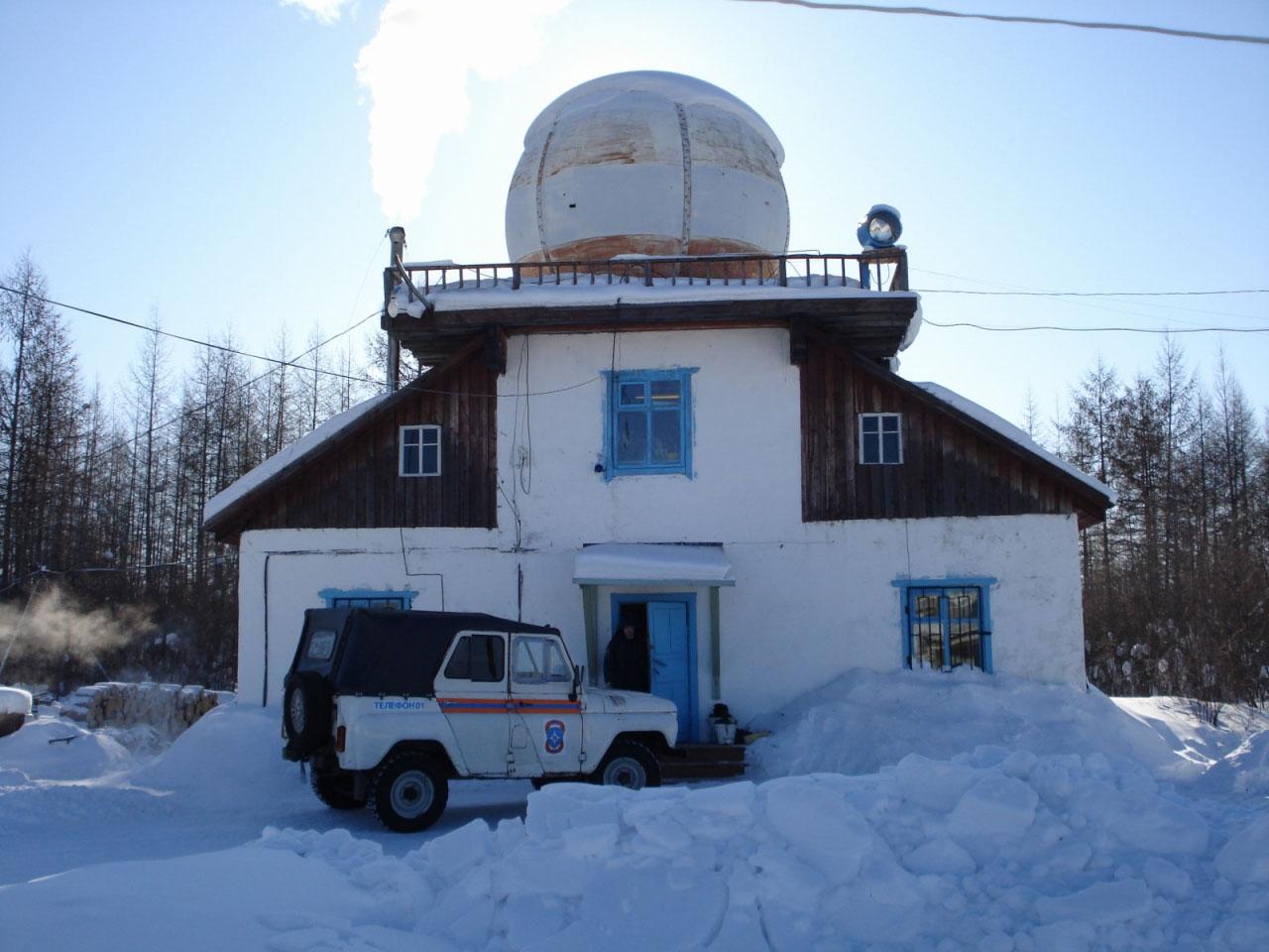 Бывшая метеостанция, построена во время возведения аэропорта Сеймчан для обеспечения трассы Алсиба.