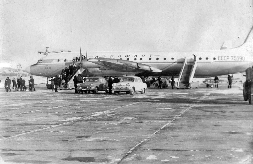 Прибыл Ил-18. Аэропорт Сокол. 70-е годы.