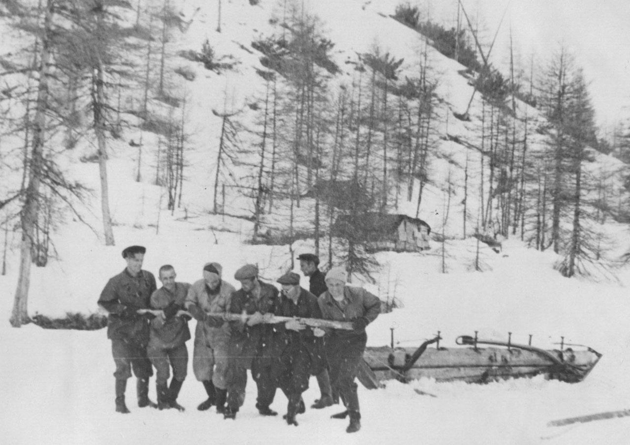 Заброска партии. 1956 год. Фото из архива Елены Афанасьевой-Демчук.