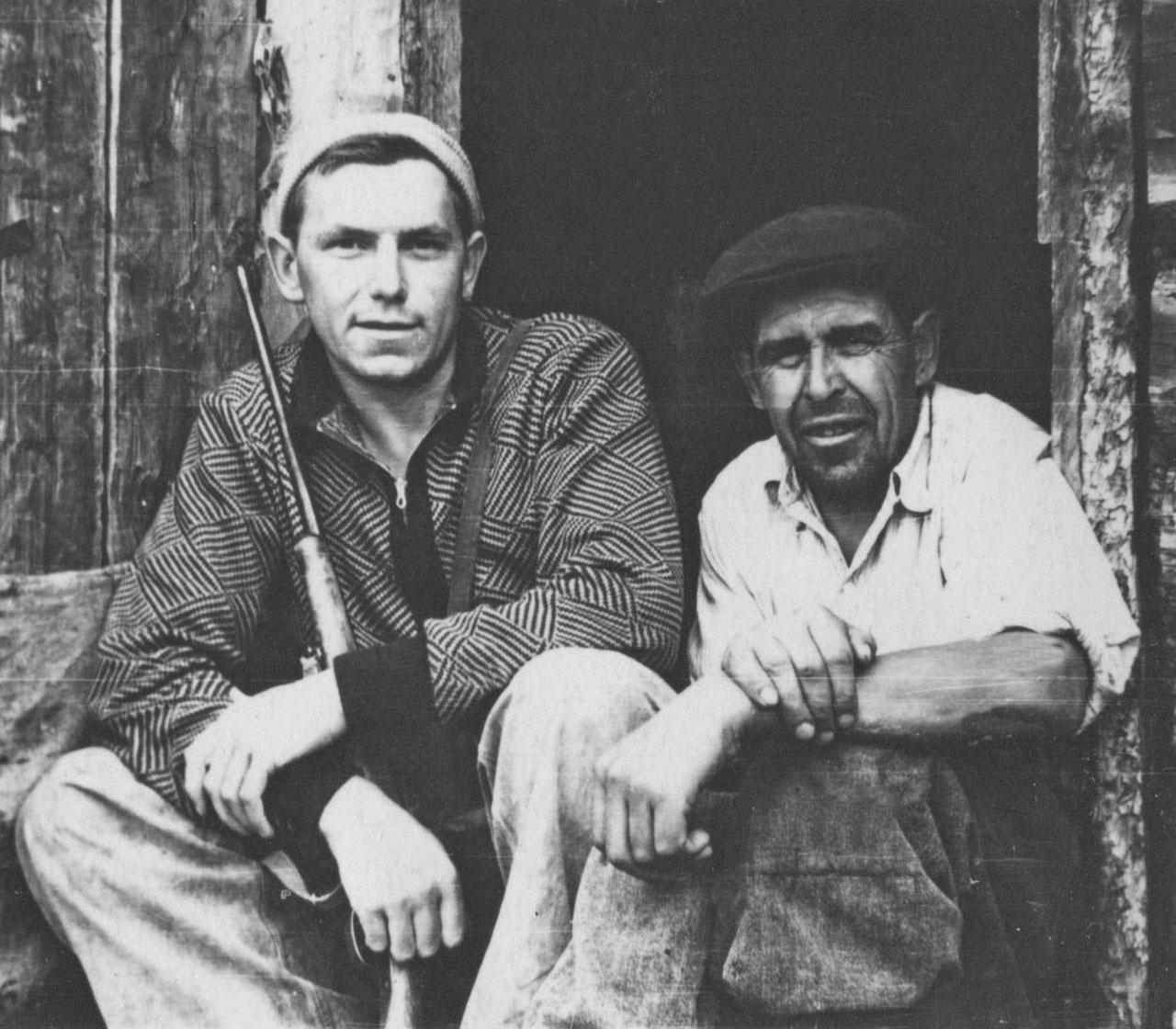Афанасьев В.И. и повар Яков. Фото из архива Елены Афанасьевой-Демчук.