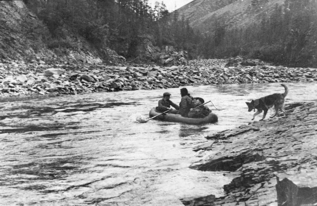 На реке Авария. 1957 год. Фото из архива Елены Афанасьевой-Демчук.