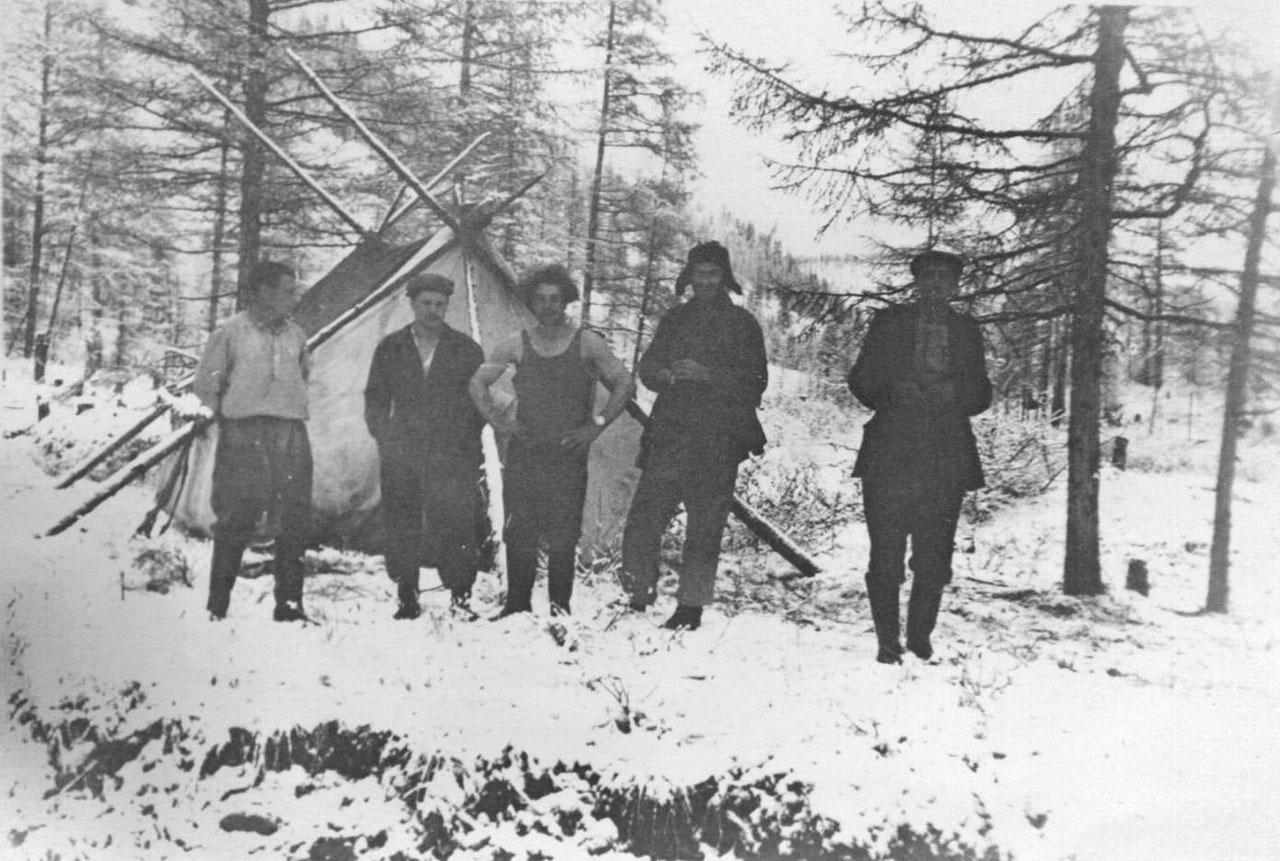В лагере. 1957 год. Фото из архива Елены Афанасьевой-Демчук.
