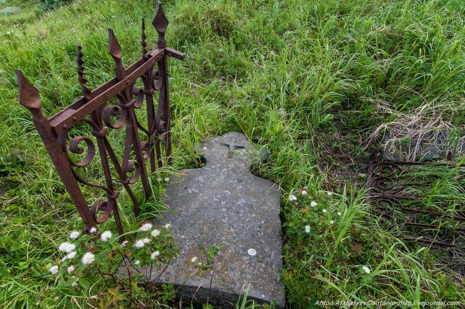Могила Константина Пржевалинского на городском кладбище.