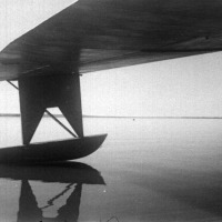 Под крылом американской летающей лодки «Каталина» течет русская река Лена.