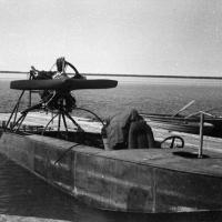 Глиссер был сделан самими механиками для обслуживания прилетавших гидросамолетов...