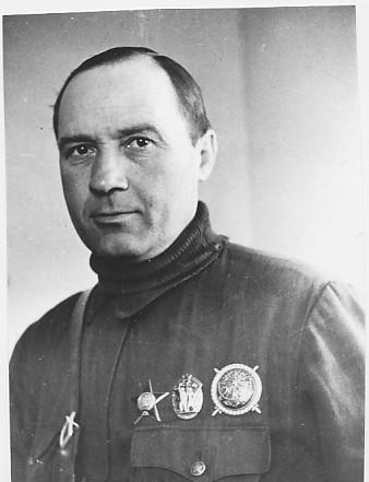 Летчик Комаров Петр Тихонович.