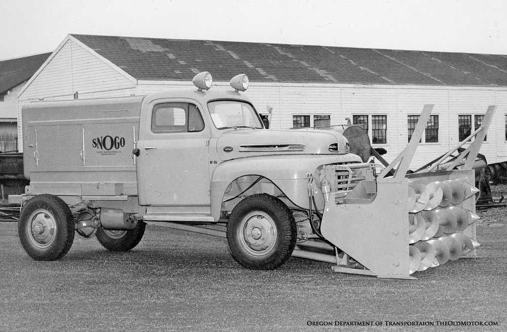 Снегоочиститель Snogo, смонтированный на шасси Ford Truck с Marmon-Herrington.