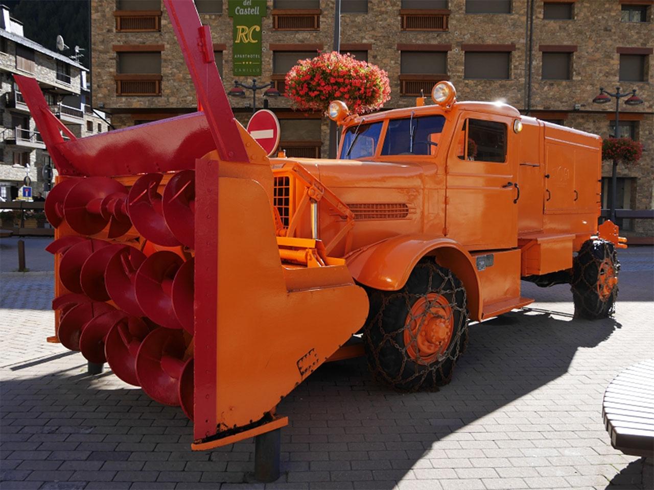 Снегоочиститель Snogo на шасси OSHKOSH-W-700-15.
