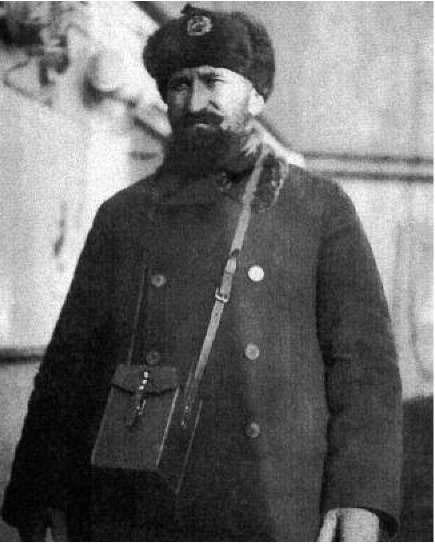 Эрнст Оттович Лапин. Назначен с 25 октября 1933 года начальником аэропорта в бухте Нагаева.