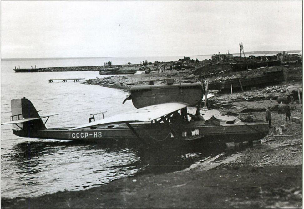 Самолет летчика С. Леваневского Дорнье «Валь» СССР Н–8, на котором он приземлялся в бухте Нагаева в начале лета 1933 года.