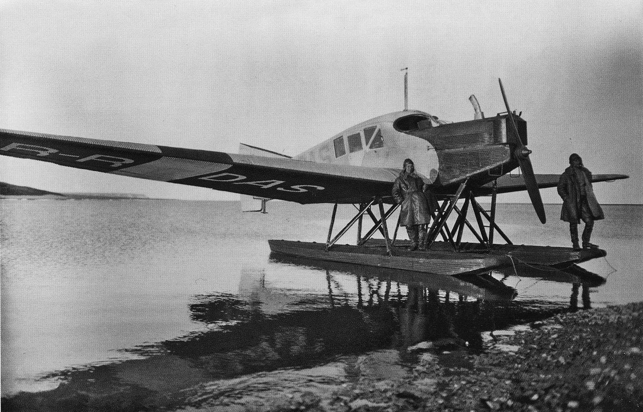 Северная воздушная экспедиция, для установления воздушной связи с островом Врангеля. Выделены были самолеты Ю-13 борт RR-DAS и Савойя S-16 (летчики Кошелев и Лухт).