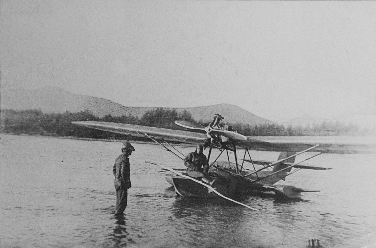 Гидросамолет Ш-2 на реке Большой Олой. 1936 год.