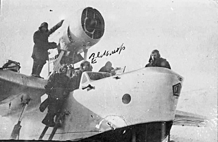 Летающая лодка МБР-2 (МП-1). В кабине Александр Вельмер.