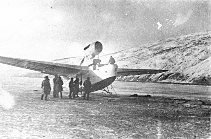 Летающая лодка МБР-2 (МП-1) на аэродроме в бухте Нагаева.