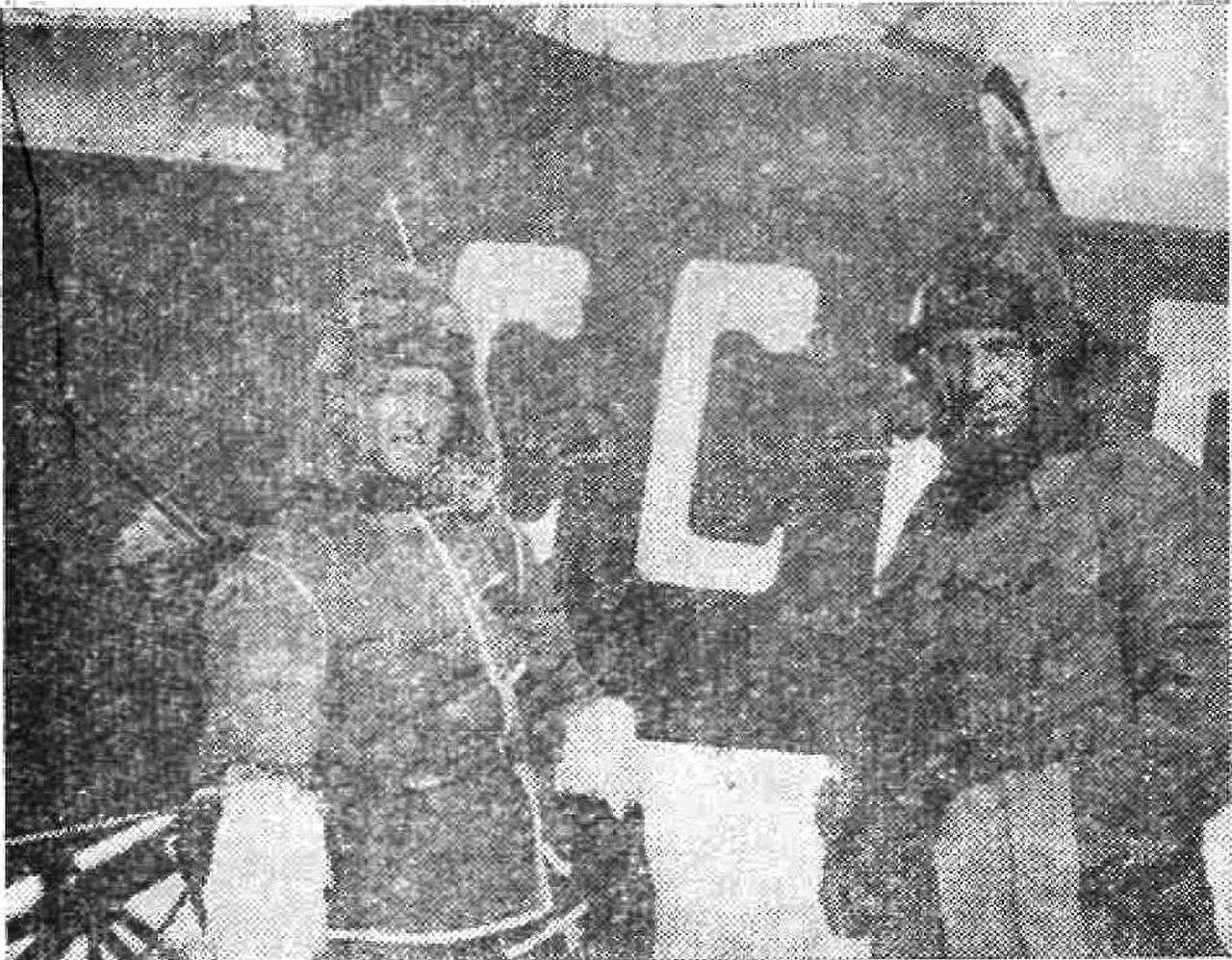 М. Сергеев (слева) и бортмеханик В. Бордовский