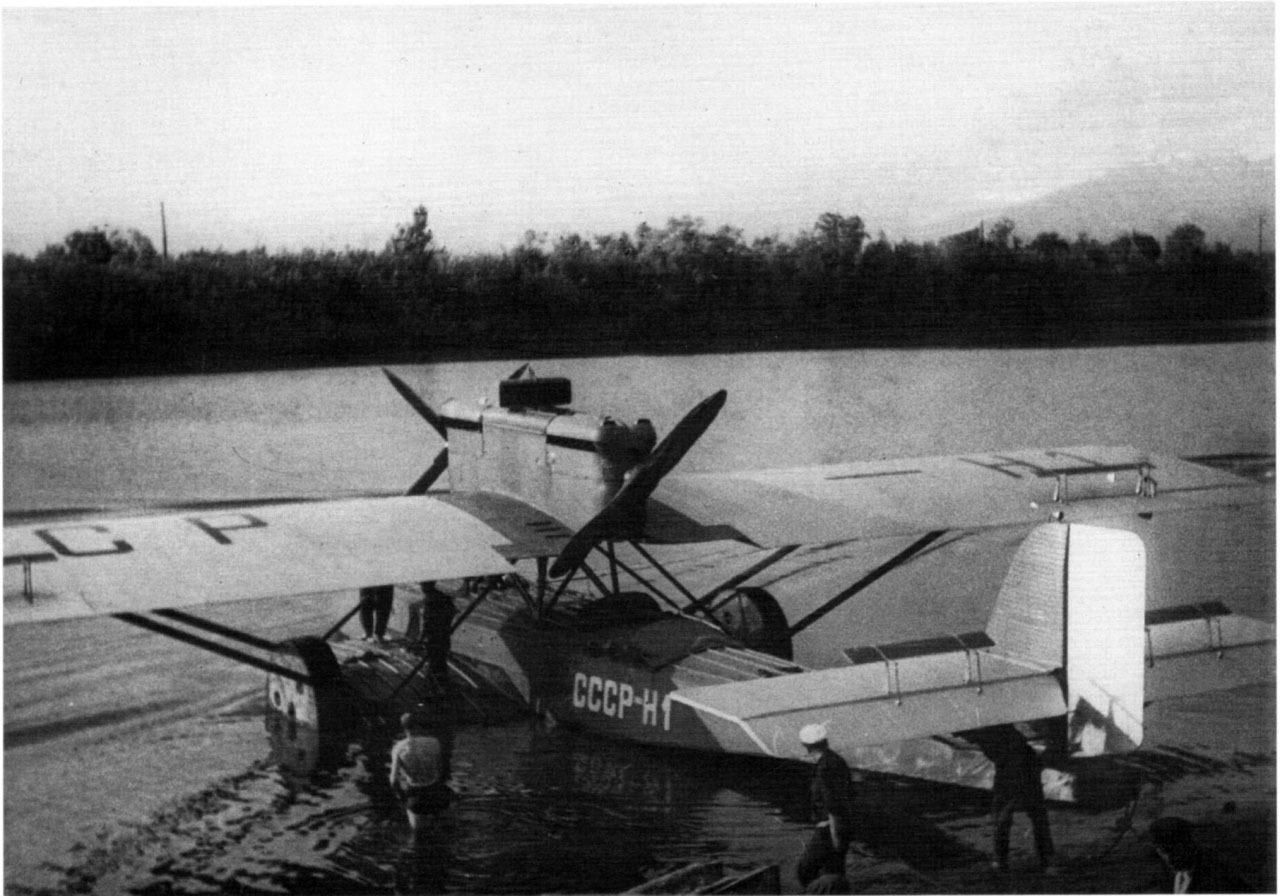 Дорнье «Валь» СССР-H1. Первоначальное название «Комсеверпуть-1». На нем экспедиция Обручева прилетала в бухту Нагаева.