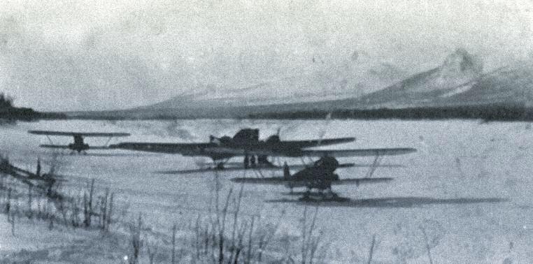 Самолеты П-5 и АНт-7 на одном из зимних аэродромов Северо-Востока