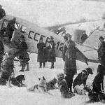 9 января 1930 года летчик М.В. Водопьянов на самолёте с бортовым номером СССР-127 начал прокладывать воздушную дорогу по маршруту Хабаровск – Оха, 1180 км. Фото сделано в Николевске-на-Амуре