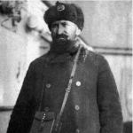 Эрнст Оттович Лапин. Назначен с 1 марта 1933 года руководителем управления морского транспорта, его можно считать первым директором Магаданского морского порта