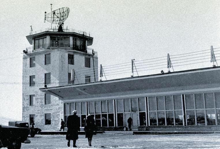 Общий вид на аэровокзал и навигационную башню аэропорта «Магадан-56 км»