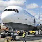 Обслуживание Боинг-767 авиакомпании «Трансаэро». Май 2011 года.