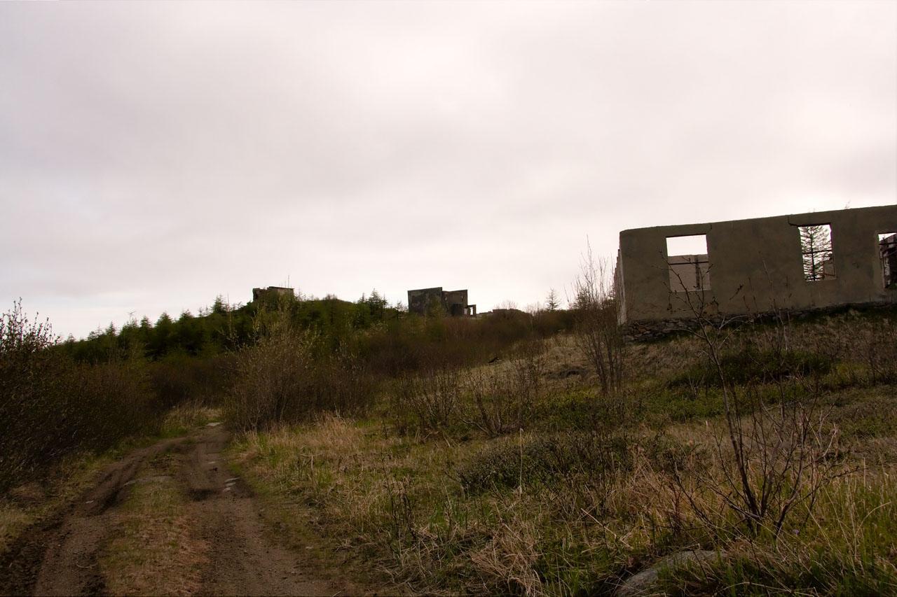 Поселок на мысе Островной. Общий вид уцелевших зданий.