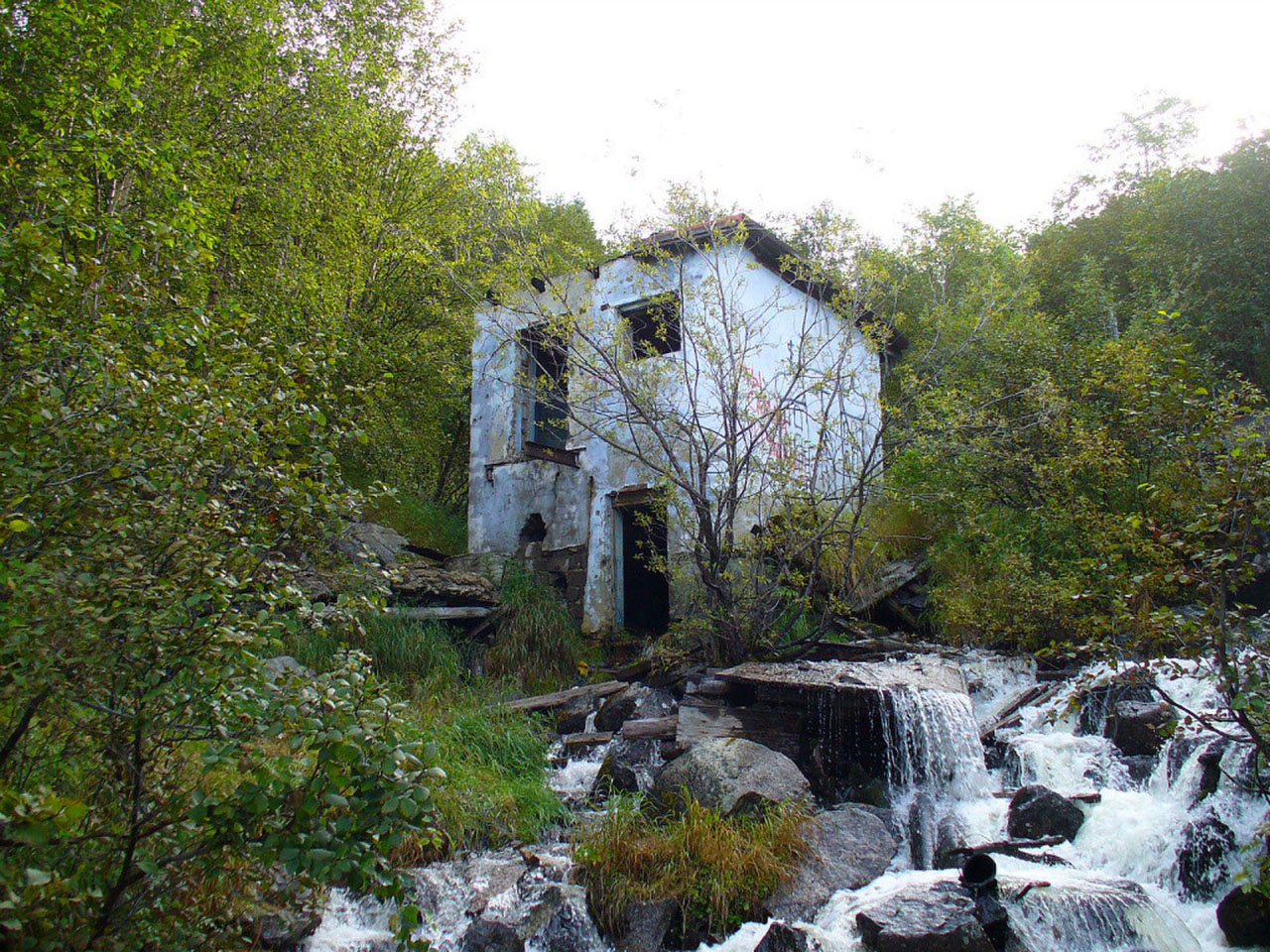 Старая водокачка и водозабор на Березовом ручье