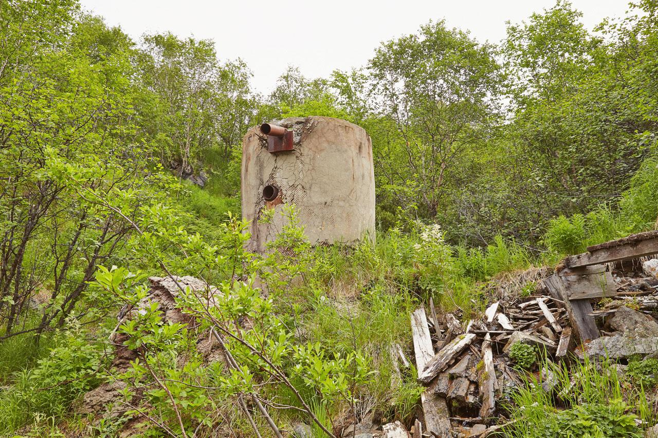 Остатки от сооружений на ручье Березовом.
