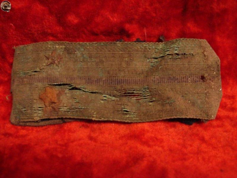Находки раскопок на месте поселка «Берёзовая роща» - погон военнослужащего.