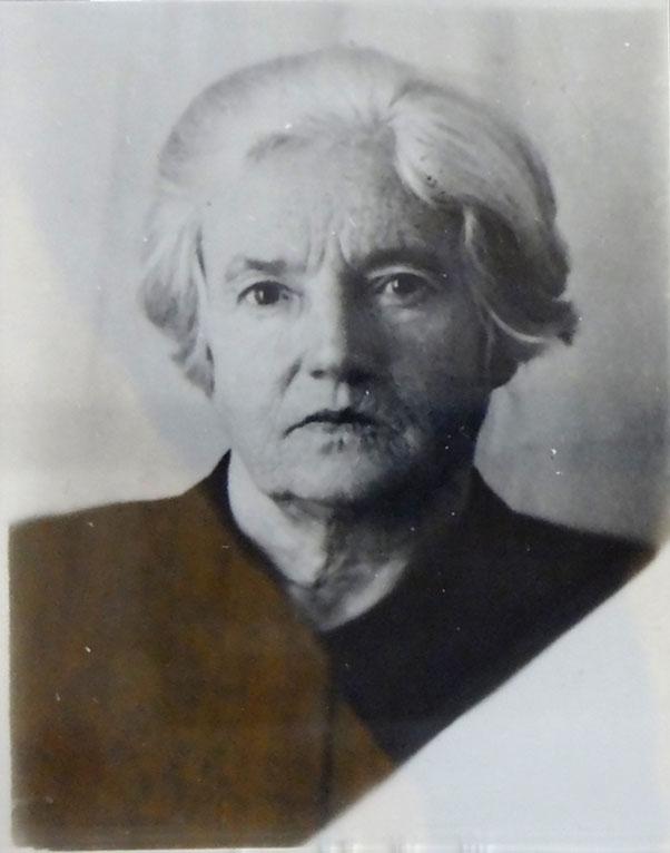 После смерти мужа Эльза Берзина сама отбыла восемь лет лагерей, как член семьи врага народа