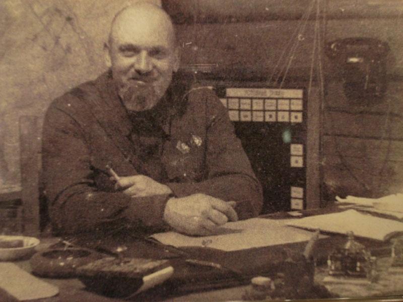 Эдуарда Берзина на рабочем месте