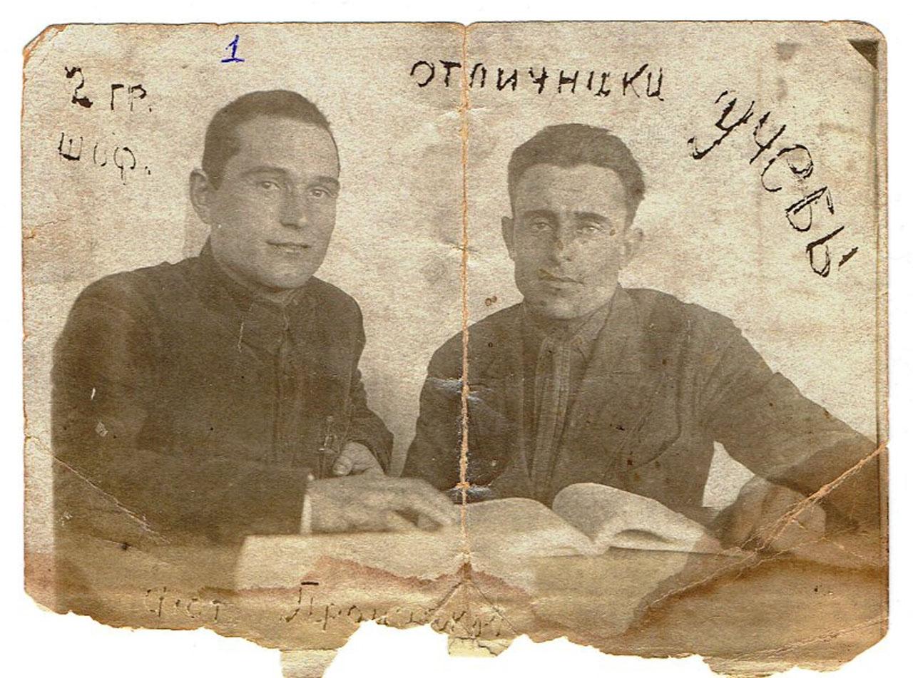 Слева - Петр Григорьевич Бондаренко, 1938 год.