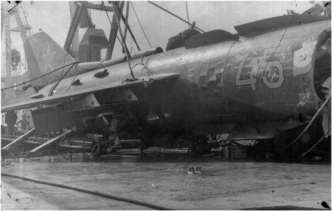 Самолёт ЯК-38с останками пилота был поднят, загружен на борт БПК «Петропавловск» и отправлен в Союз.