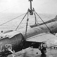 Самолет ЯК-38 на борту «Петропавловска» после подъема. Камрань 1980 год.