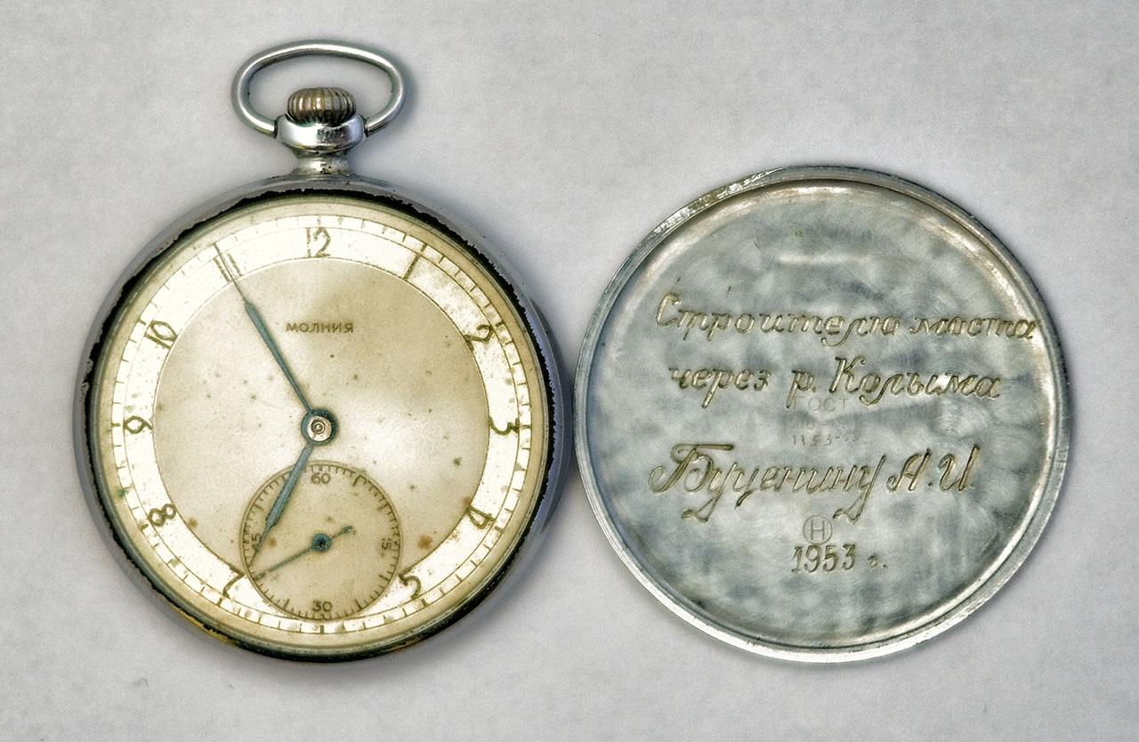 Именные часы, врученные Буценину Александру Ивановичу за реконструкцию моста.
