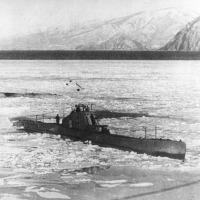 Залив Америка, Бухта Находка. Лодки идут на базу пробиваясь через лед. 1937 год