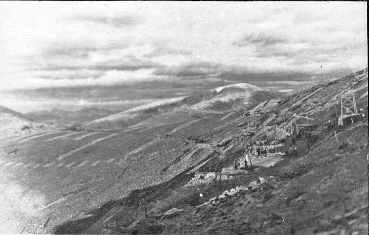Общая панорама работ на сопке рудника «Бутугычаг». 30-40-е годы.