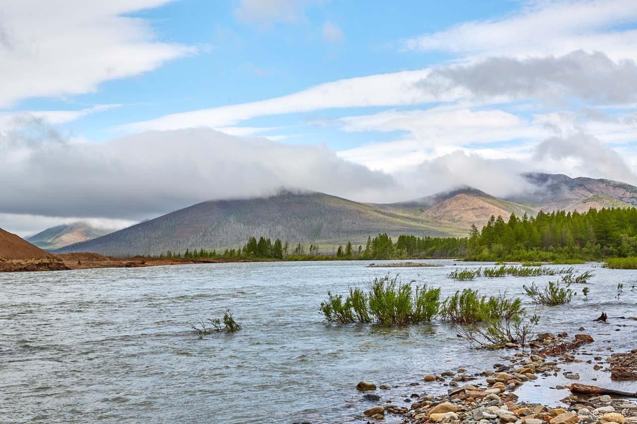 Разлившаяся река Сеймчан.