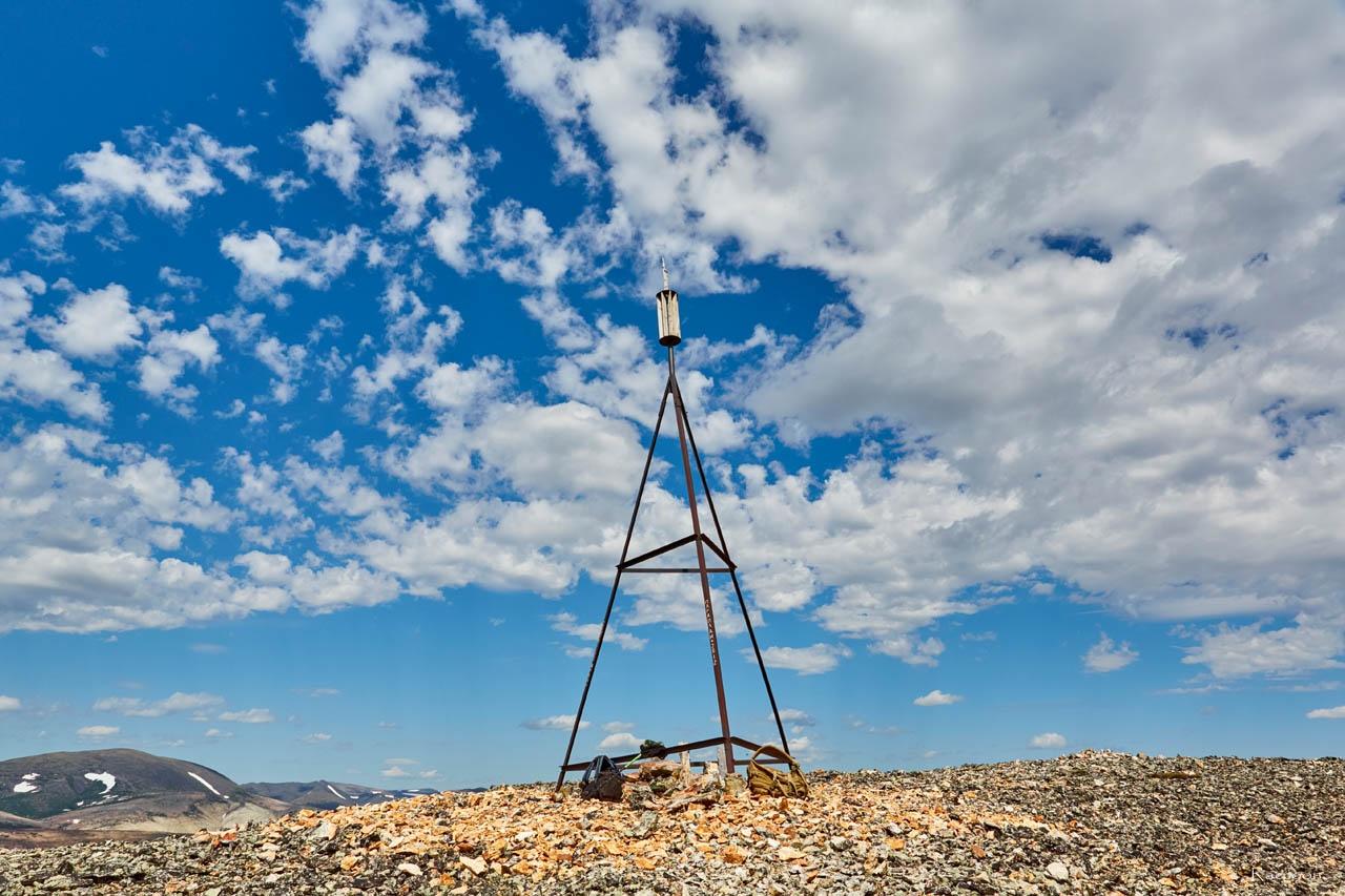 Триангуляционный пункт вершине «оловянной» горы. Хета. Июль 2017 года.