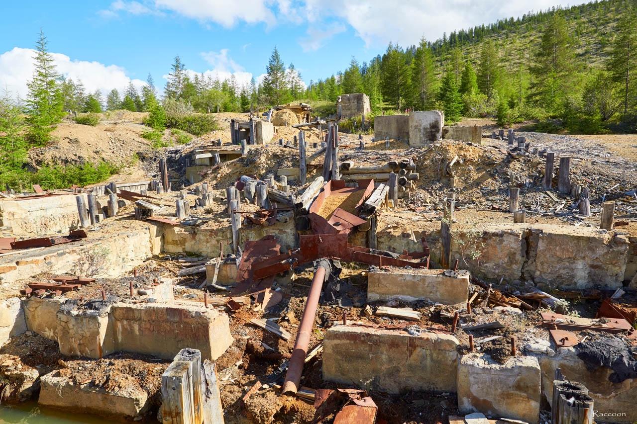 Развалины обогатительной фабрики №5. Хета. Июль 2016 года.