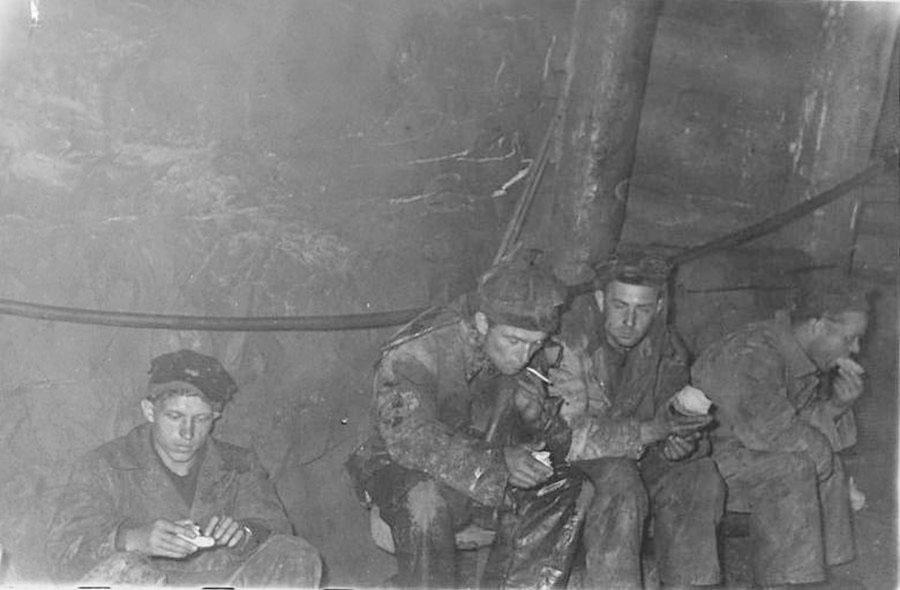 Рудник Хениканджа. В забое. 1946 год.