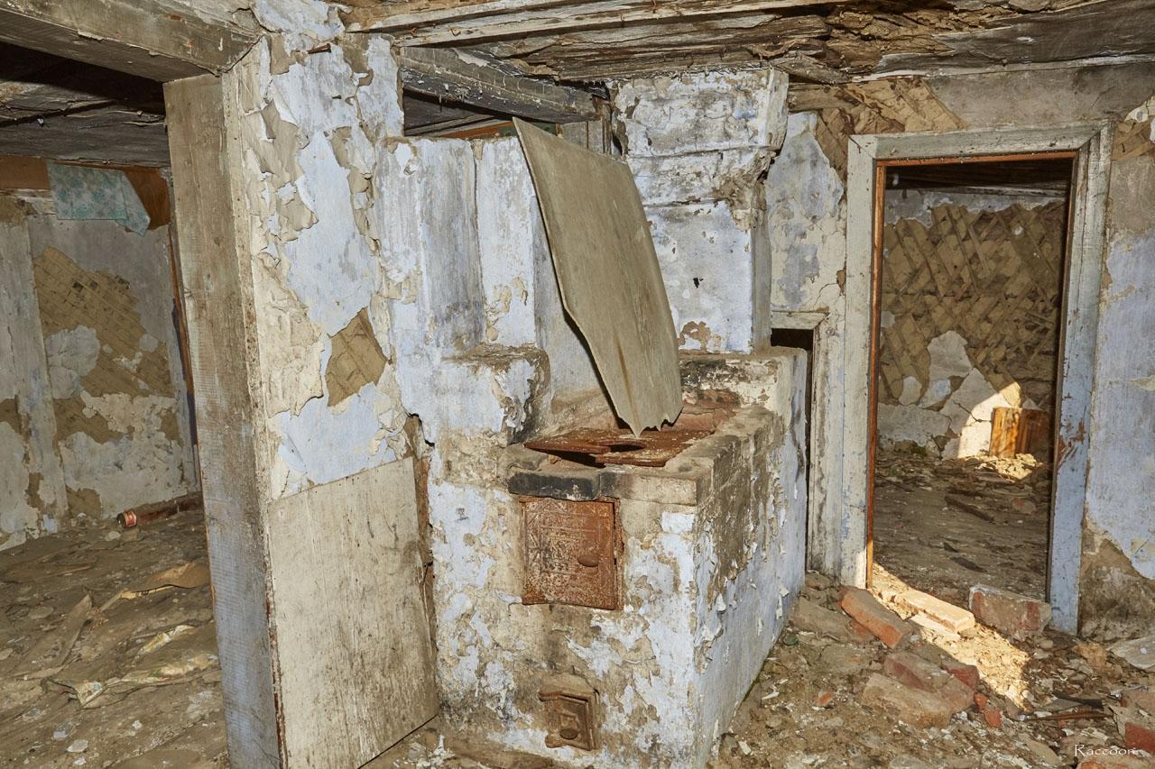 Хениканджа. Кирпичная печь в одном из домов посёлка.
