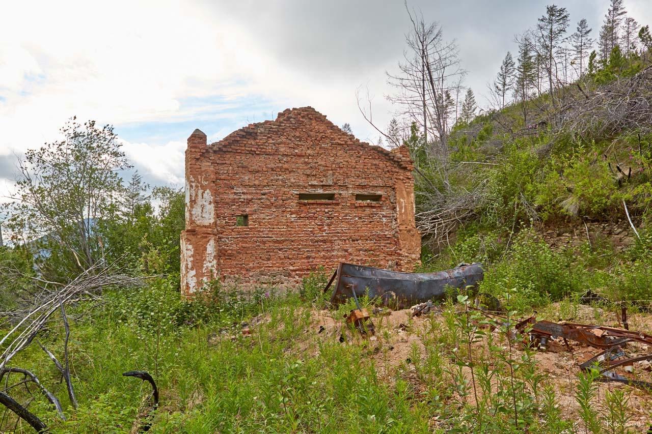 Разрушенная подстанция. рудник имени Лазо.