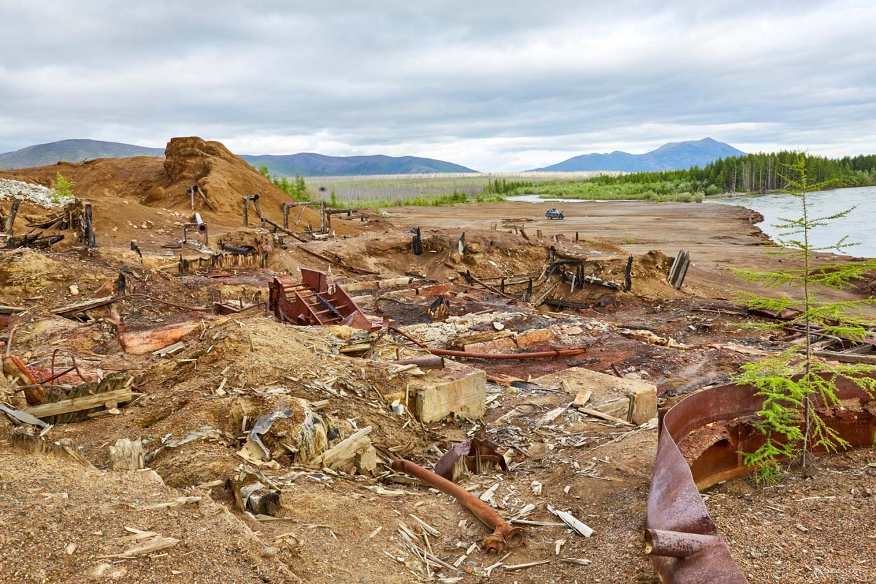 Останки сгоревшей фабрики №2 рудника имени Лазо.